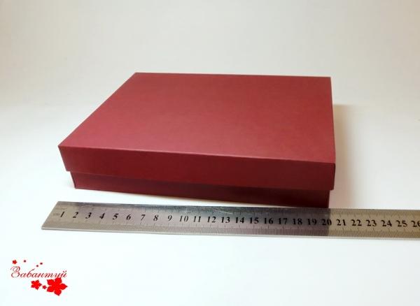 Коробка для подарочной упаковки. Цвет бордовый. Размер 20*20*4 см.