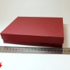 Розмір 20х20х4 см. Коробка зі з`ємною кришкою. Колір бордо