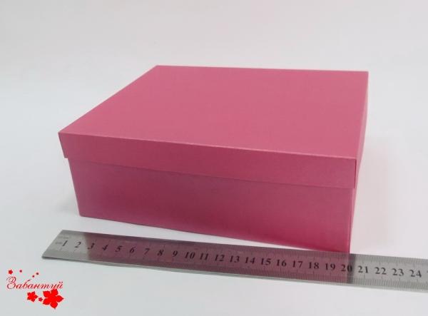 Подарочная коробка. Цвет: малиновый. Размер 20*17*9 см