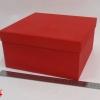 Розмір 24,4х24,4х11 см. Коробка зі з`ємною кришкою. Колір червоний