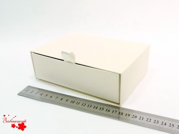Размер 17*12*5 см Коробка-футляр. Цвет бежевый.