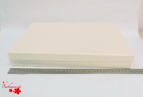 Коробка для подарка. Цвет бежевый. 39*30*5 см.