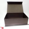 Большая коробка на магнитах. Цвет: коричневый. Размер: 45*32*14 см.