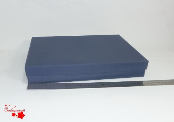 Подарочная коробка. Цвет: синий. Размер 33,5*24,5*3 см