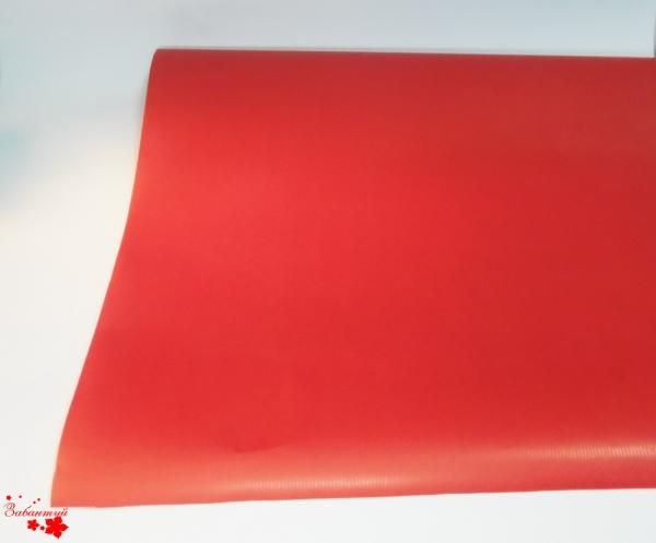 Рулон 68 см на 15 м. Однотонная подарочная бумага красного цвета.