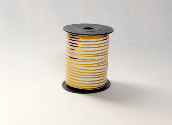 Лента с золотыми полосками для упаковки подарков и цветов 1 см. 63 м. Цвет: белый